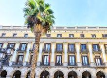 BARCELONA, SPANIEN - 10. November: Piazza wirkliches Placa Reial in Barcelona, Spanien Das Quadrat, wenn die Laternen durch A ent Stockbild