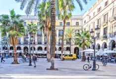 BARCELONA, SPANIEN - 10. November: Piazza wirkliches Placa Reial Königliches quadratisches Katalonien Lizenzfreie Stockfotos