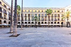 BARCELONA, SPANIEN - 10. November: Piazza wirkliches Placa Reial Königliches quadratisches Katalonien Lizenzfreie Stockfotografie