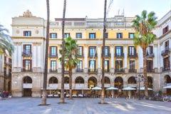 BARCELONA, SPANIEN - 10. November: Piazza wirkliches Placa Reial Königliches quadratisches Katalonien Lizenzfreie Stockbilder