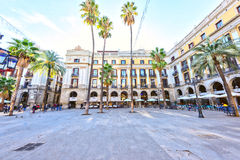 BARCELONA, SPANIEN - 10. November: Piazza wirkliches Placa Reial Königliches quadratisches Katalonien Stockfoto