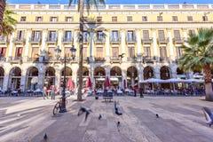 BARCELONA SPANIEN - November 10: Plaza verkliga Placa Reial Kunglig person fyrkantiga Catalonia Royaltyfri Foto