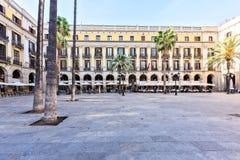 BARCELONA SPANIEN - November 10: Plaza verkliga Placa Reial Kunglig person fyrkantiga Catalonia Royaltyfri Fotografi
