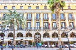 BARCELONA SPANIEN - November 10: Plaza verkliga Placa Reial Kunglig person fyrkantiga Catalonia Fotografering för Bildbyråer
