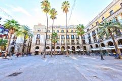 BARCELONA SPANIEN - November 10: Plaza verkliga Placa Reial Kunglig person fyrkantiga Catalonia Arkivfoto