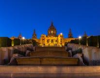 Barcelona Spanien på skymning Arkivfoto