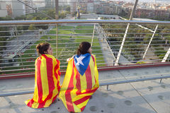 BARCELONA SPANIEN - SEPT 11: Tenagers visande ingependencenolla Arkivfoton