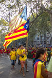 BARCELONA SPANIEN - SEPT 11: Tonåringar som visar ingependence Royaltyfria Bilder