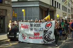 BARCELONA SPANIEN - SEPTEMBER 11, 2014: Antifa manifestation Royaltyfri Foto