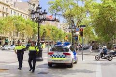 BARCELONA SPANIEN - SEPTEMBER 15: Den spanska polisen på Passeig de Gracia Royaltyfri Fotografi