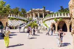 BARCELONA SPANIEN - SEPTEMBER 17, 2015: Ingång på Parcen Gue royaltyfria bilder