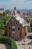 Barcelona, Spanien - 24. September 2016: Park Guell-Casa del Guarda - Träger bringen unter Lizenzfreies Stockfoto