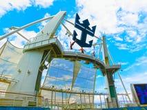Barcelona Spanien - September 07, 2015: Tjusningen för kryssningskeppet av haven ägde den kungliga karibiska internationalen Royaltyfria Bilder