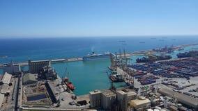 Barcelona-Spanien 28th mars 2017 - Port den Vell sikten, industriell ca Royaltyfria Foton