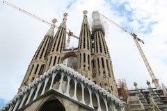 "Barcelona, Spanje †""24 September 2016: Sagrada Familia de kranen van de torensbouw Stock Fotografie"