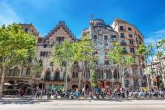Barcelona, Spanje - APRIL 18, 2016: Illa de la Discordia Voorgevel Casa Batllo, Lleo Morera, Rocamora, Amatller in district van i royalty-vrije stock afbeeldingen