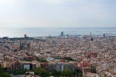 BARCELONA, SPANJE - 30 AUGUSTUS, 2017: de brede hoek van Barcelona schoot van de bunkers DE die carmel panoramisch verbazen aanbi Stock Foto