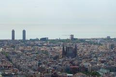BARCELONA, SPANJE - 30 AUGUSTUS, 2017: de brede hoek van Barcelona schoot van de bunkers DE die carmel panoramisch verbazen aanbi Stock Foto's