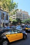 Barcelona, Spanje, Augustus 2015 Intensief verkeer in het centrum van een grote stad royalty-vrije stock afbeelding