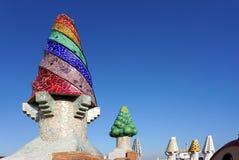 Barcelona, Spanje - 11 December: Kleurrijke schoorsteen op het dak Royalty-vrije Stock Foto's