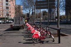 BARCELONA, SPANJE, februari 2016: ecologisch openbaar vervoer van Barcelona-Fietsen Royalty-vrije Stock Fotografie