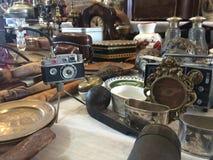 Barcelona, Spanje, Maart 2016: handel van antieke en oude koopwaar op lokale vlooienmarkt Royalty-vrije Stock Afbeeldingen