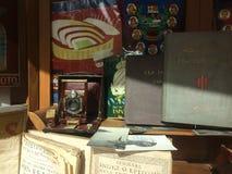 Barcelona, Spanje, Maart 2016: handel van antieke en oude koopwaar op lokale vlooienmarkt stock afbeeldingen