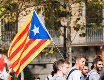 BARCELONA, SPANJE - OKTOBER 3, 2017: Demonstratiesystemen die Catalaanse vlag dragen tijdens protesten voor onafhankelijkheid in  Royalty-vrije Stock Foto's