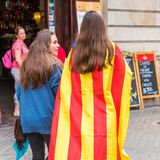 BARCELONA, SPANJE - OKTOBER 3, 2017: Demonstratiesystemen die Catalaanse vlag dragen tijdens protesten voor onafhankelijkheid in  Stock Fotografie