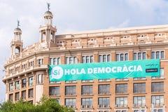 BARCELONA, SPANJE - OKTOBER 3, 2017: Mening van het gebouw met een affiche Het referendum op onafhankelijkheid, Barcelona, Catalo Royalty-vrije Stock Foto