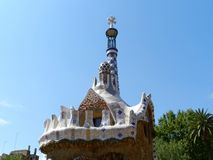 Barcelona, Spanje Park Guell, bomen en blauwe hemel Zonnige dag royalty-vrije stock fotografie