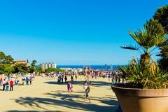 De mensen bezoeken het Park Guell in 13 September, 2012 in Barcelona, Stock Afbeelding