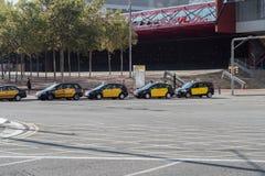 Barcelona, Spanje - 25 September 2016: Taxis bij een einde in de Stad die van Barcelona wordt geparkeerd Stock Foto