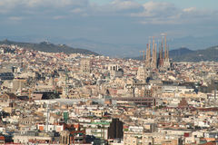 Barcelona Stadt und Sagrada familia Überblickdächer Stockbilder