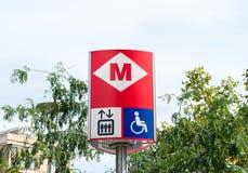 Barcelona tunnelbanavägvisare Arkivbilder