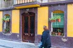 Barcelona typisk hus av fjärdedelen av portvell Fotografering för Bildbyråer