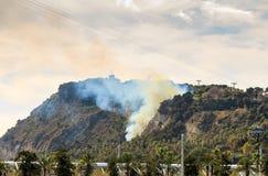 Barcelona Vista de la colina de Montjuic en el fuego el 13 de febrero de 2016 Montjuic es una de las vistas más importantes de Ba Foto de archivo libre de regalías