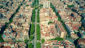 Barcelona-Wohngebiet blockiert Muster und Hauptstraßevogelperspektive, Spanien Lizenzfreies Stockfoto