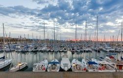 Barcelona Yachter och fartyg i den olympiska porten Royaltyfria Foton