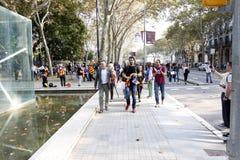 Barcelone, Catalogne, Espagne, le 27 octobre 2017 : les gens célèbrent le vote pour déclarer l'indépendance de Catalunya près de  Image stock