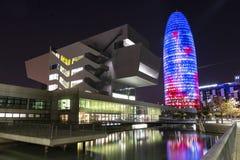 BARCELONE - DÉCEMBRE 2018, les gloires hub Barcelone de conception dominent et de constructions la nuit - image photographie stock