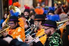 BARCELONE, ESPAGNE - 4 FÉVRIER 2016 : Musiciens au cairn espagnol Photo libre de droits