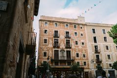 BARCELONE, ESPAGNE - 30 JUIN La rue principale par l'intermédiaire de Laietana est le nom d'une voie de communication importante  Photos libres de droits