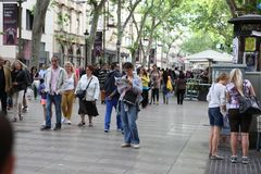 BARCELONE, ESPAGNE - 9 JUIN : Rue de Rambla de La en juin 2013 en Ba Photo stock