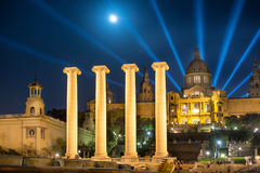 Barcelone la nuit sous la lumière de lune Images libres de droits