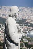 Barcelone sainte au-dessus de la ville de statue Photographie stock libre de droits