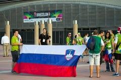 BARCELONE - 6 SEPTEMBRE : Fans de la Slovénie avant match Photo libre de droits