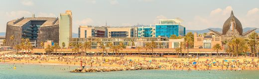 Barceloneta海滩在日出的巴塞罗那 图库摄影