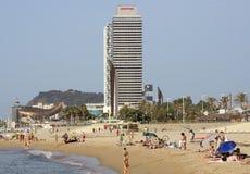 Barceloneta strand och skyskrapa Torre Mapfre Royaltyfria Foton