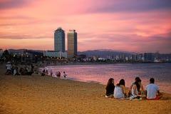 Barceloneta strand på solnedgången royaltyfri foto